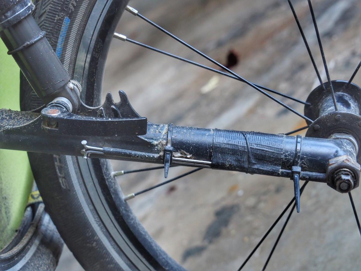 Die Ersatzspeichen haben wir immer an den betreffenden Rädern, 5 unterschiedliche Speichen bei unseren Rädern