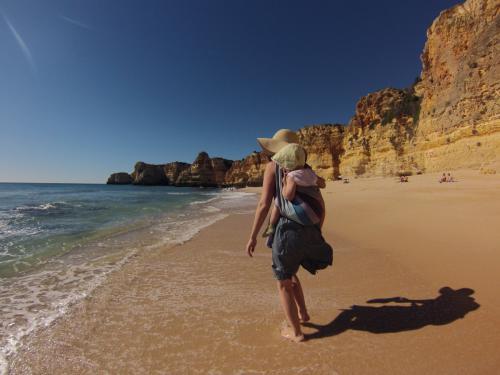 Strandspaziergang mit Tuch... kein Problem.
